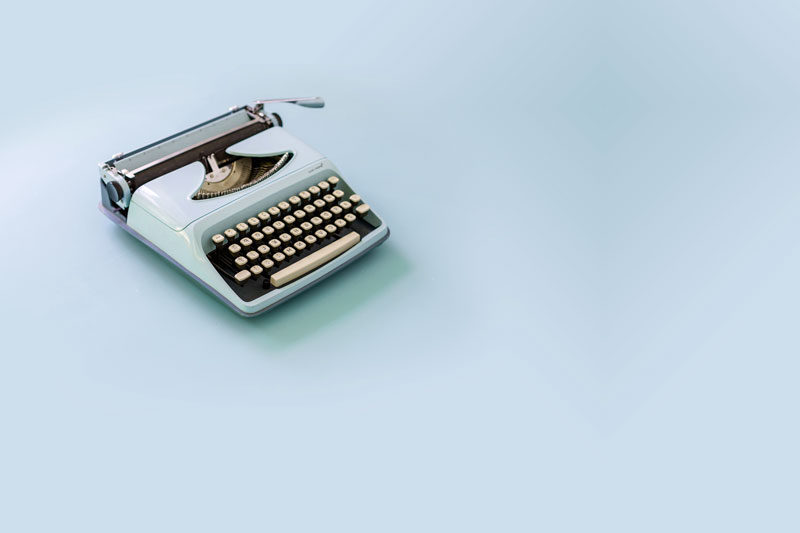 simple-blue-typewriter_4460x4460